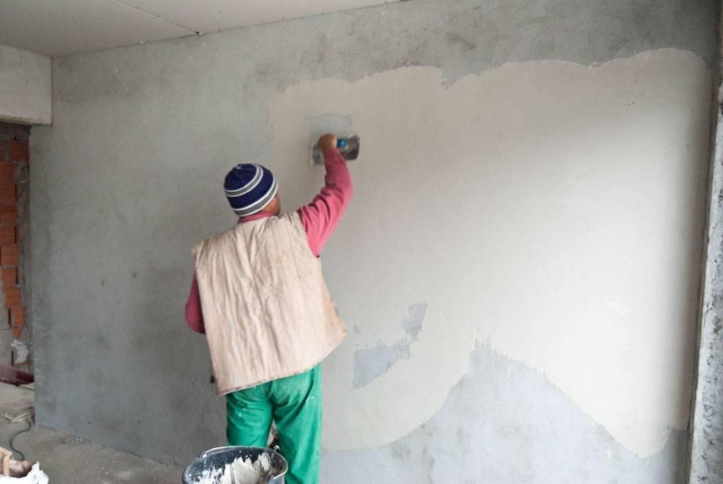 Штукатурка потолка своими руками: видео, правила выравнивания потолка штукатуркой и шпатлевки потолка