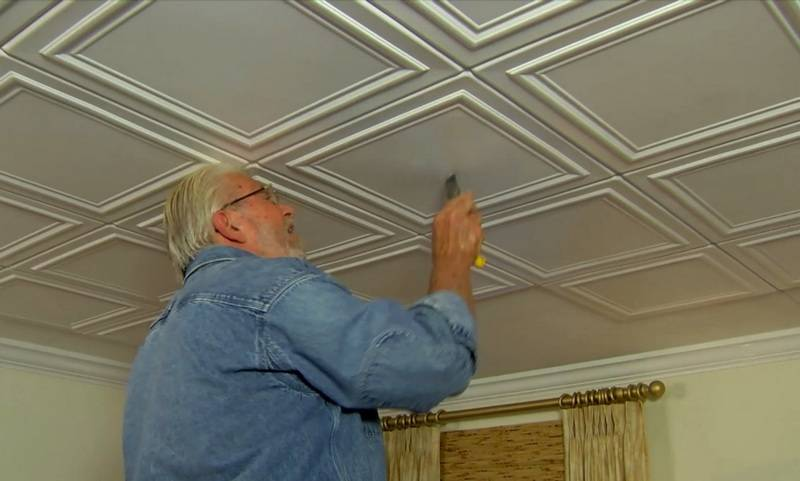 Чем покрасить ???? жирный и желтый потолок из пенопласта на кухне
