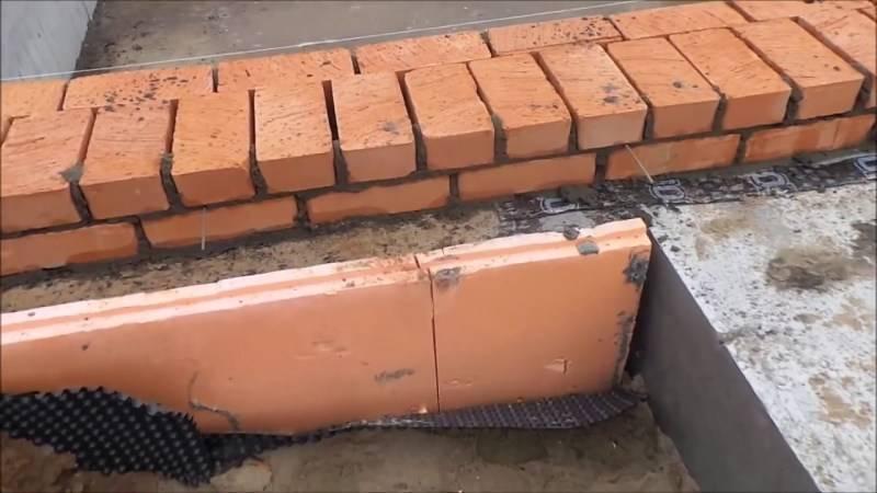 Правильная кладка кирпича на фундамент