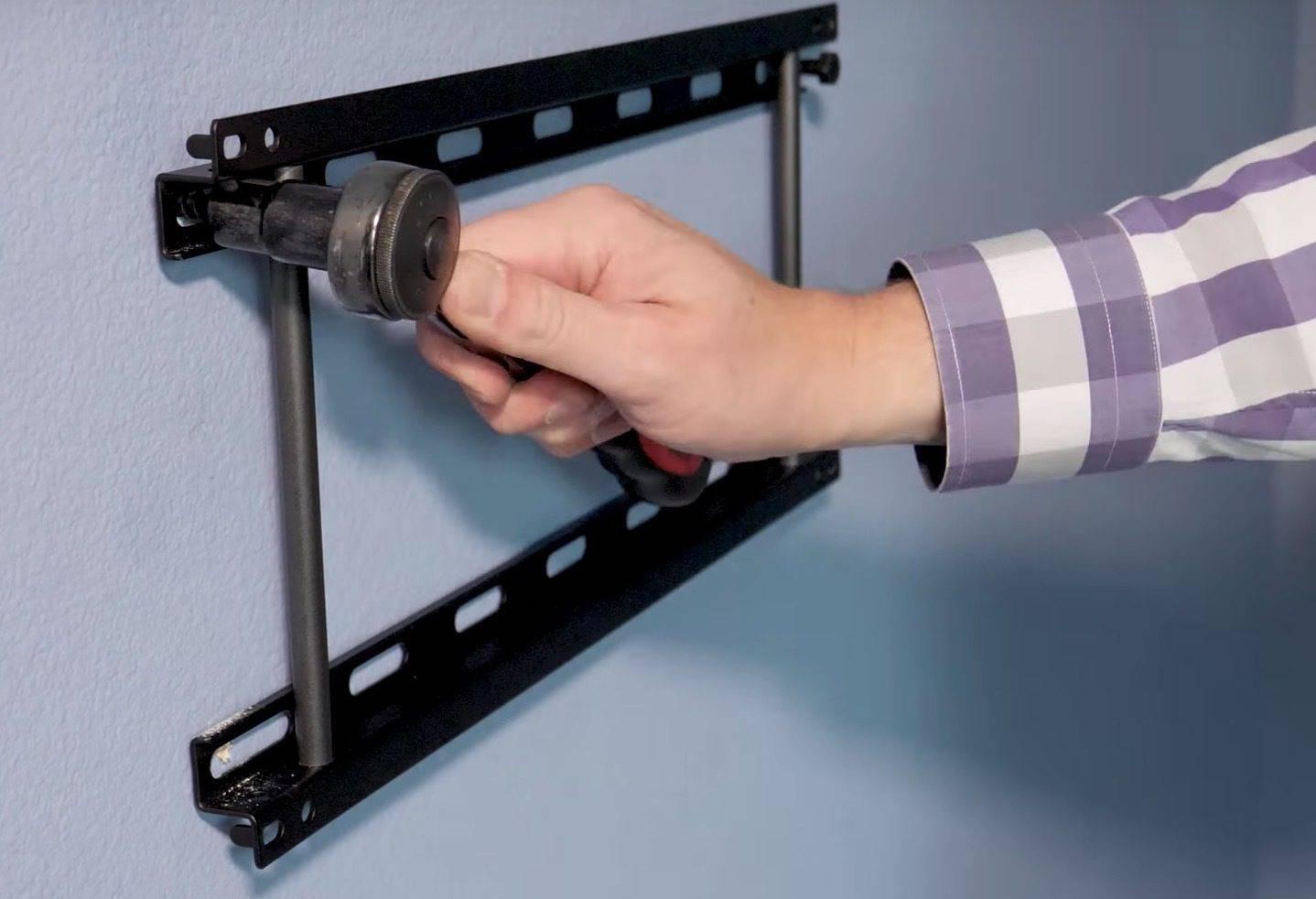 Как повесить телевизор на стену с кронштейном: как правильно закрепить своими руками, пошаговая инструкция по установке + видео, на какой высоте вешать
