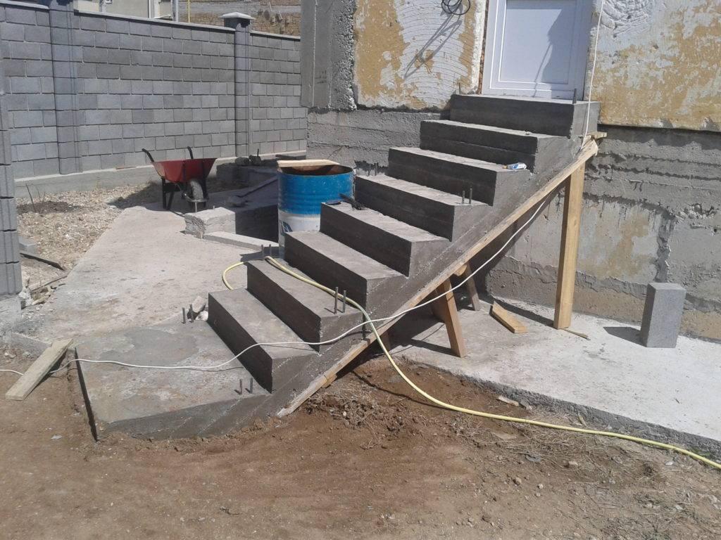 Ступеньки для крыльца из бетона своими руками: материалы и последовательность работ
