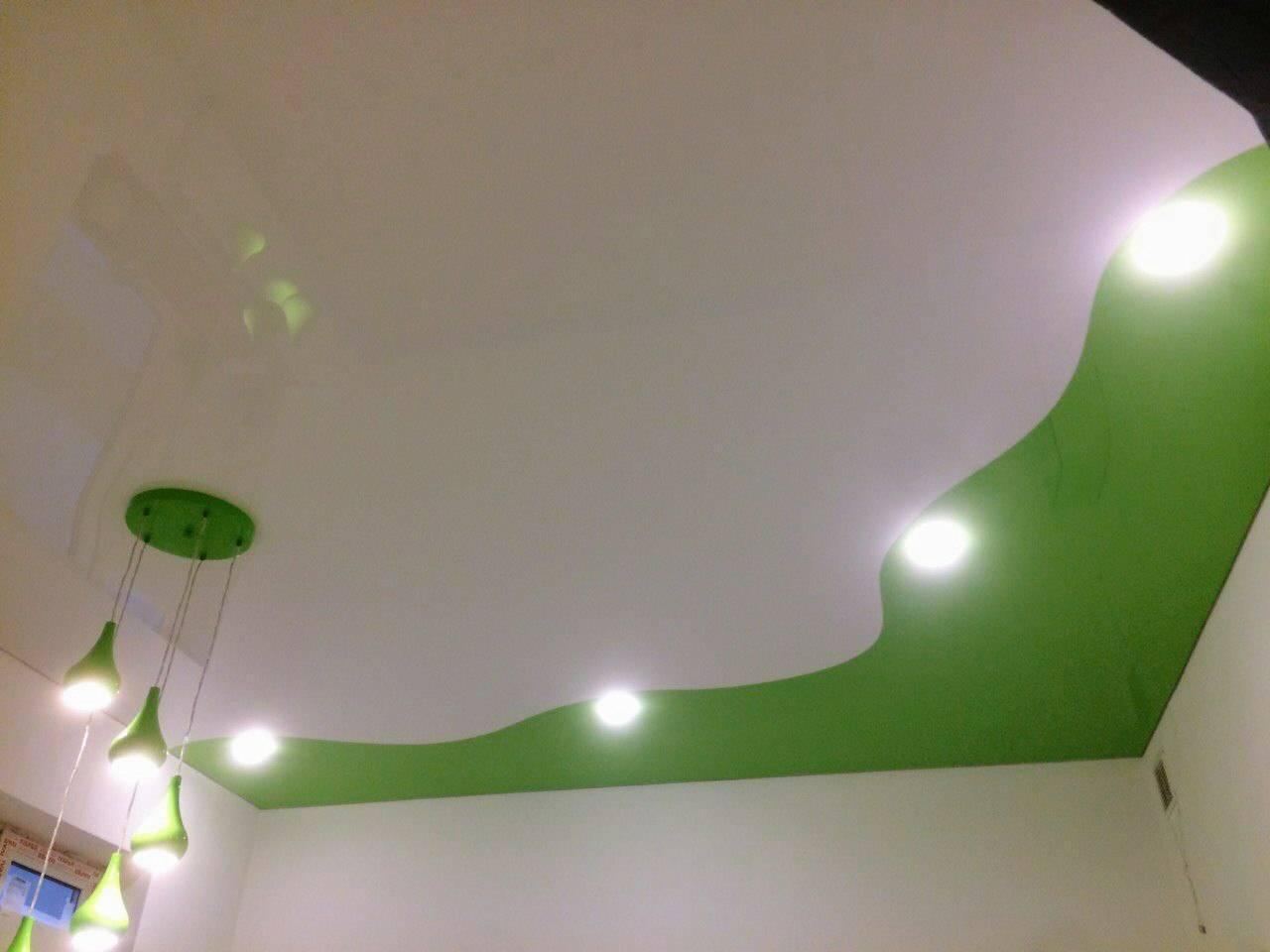 Спайка натяжных потолков — криволинейная и прямолинейная, фото в интерьере