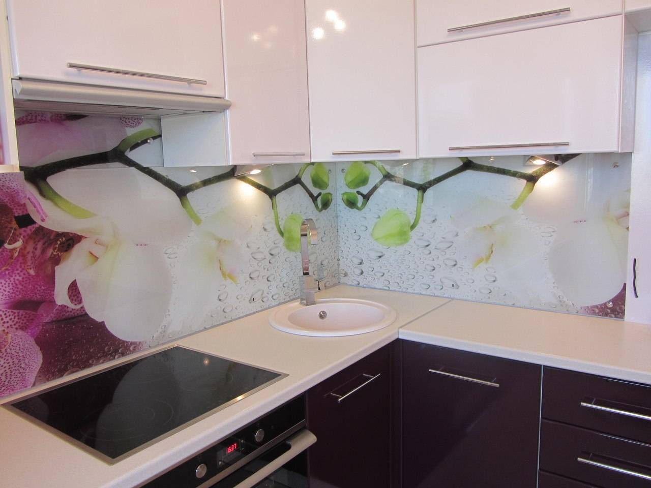 Фартук из стекла на кухню: порядок монтажа своими руками