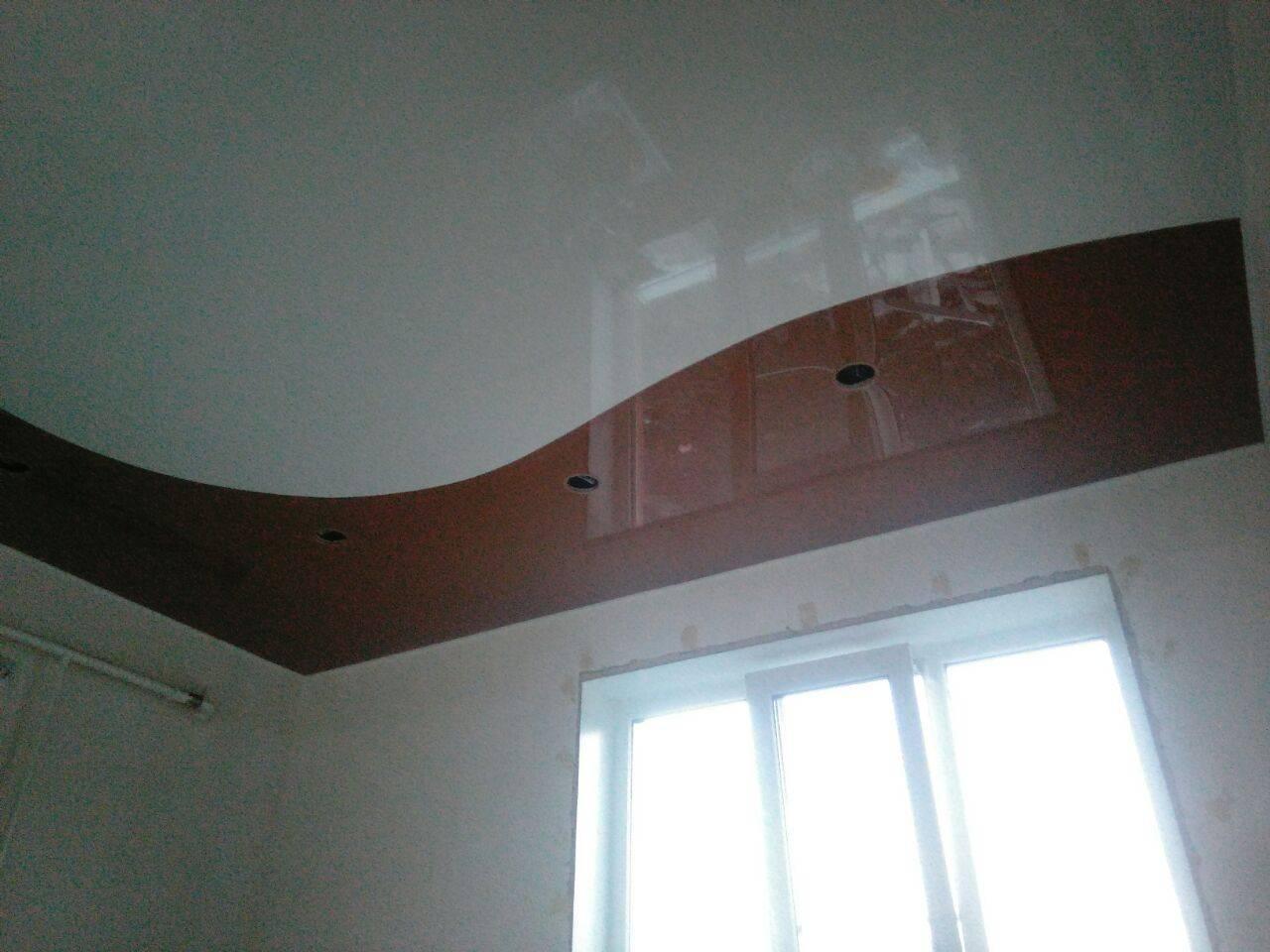 Натяжные потолки в интерьере (67 фото): конструкции со спайкой и перфорацией