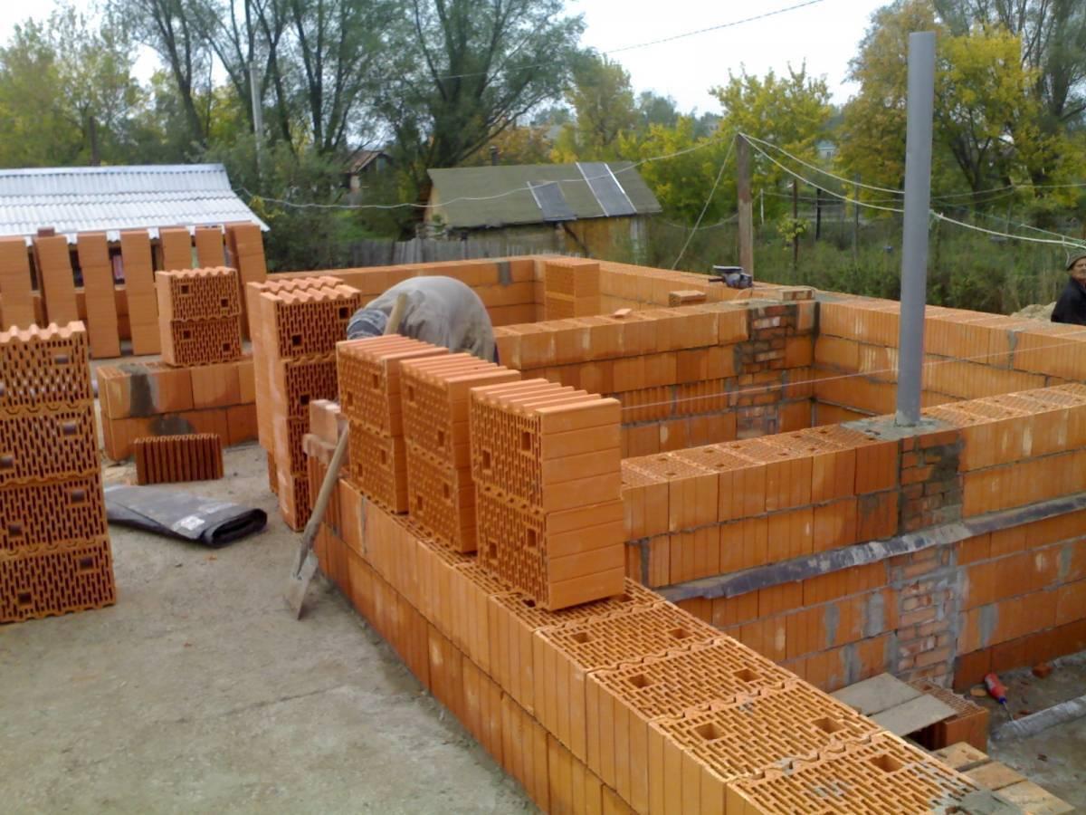Какой дом лучше строить: из какого материала дешевле и лучше построить (кирпич, дерево, газобетон)