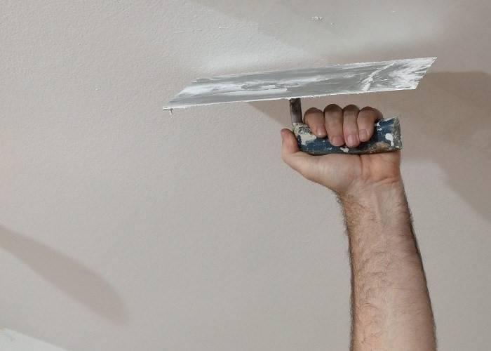Как подготовить потолок под покраску — шпатлевка потолка к покраске своими руками, как зашпаклевать, чем лучше шпаклевать, технология шпаклевки, обработка, сетка для потолка, покраска потолка после шпаклевки