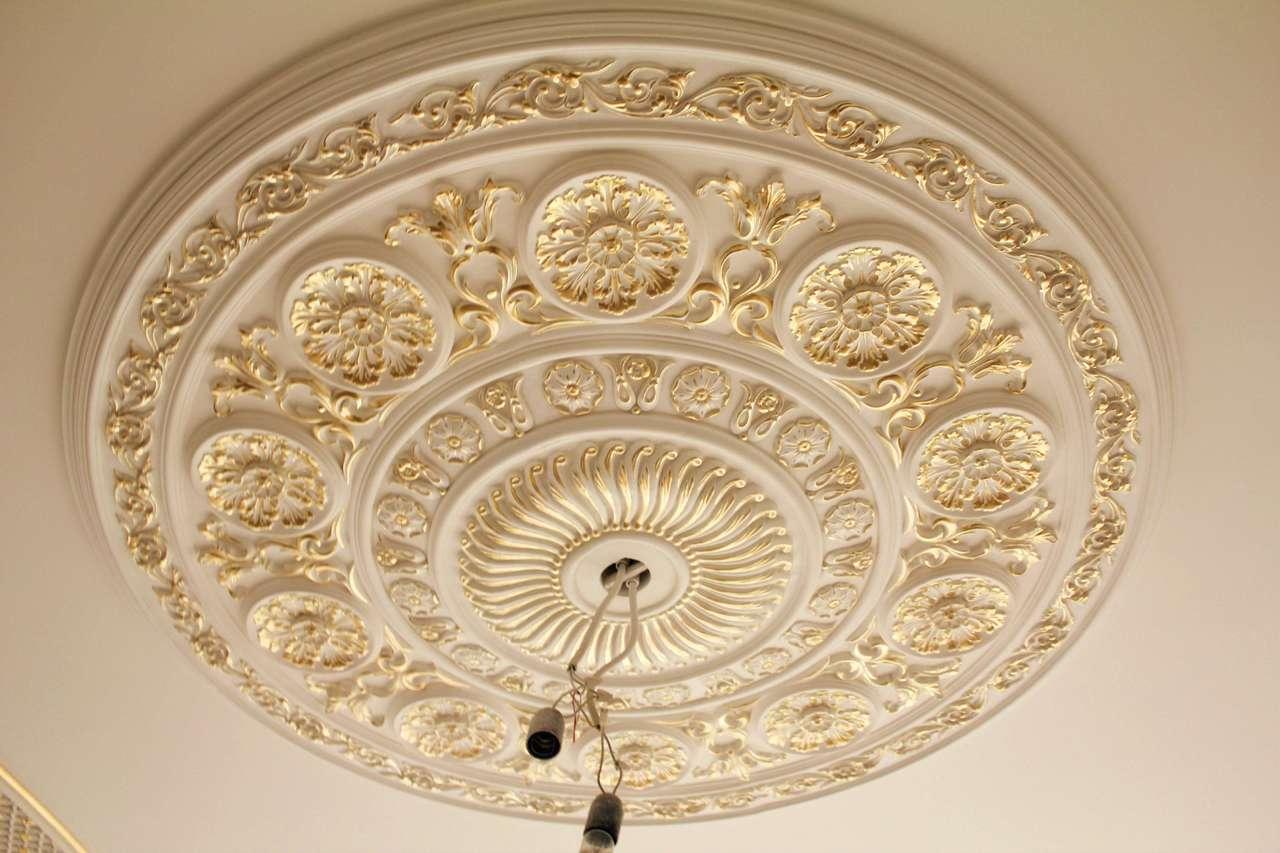 Лепнина на потолке: оформление изделий из полиуретана и других материалов, дизайн, видео и фото