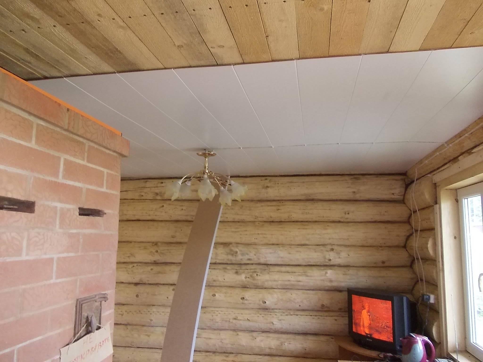 Как сделать потолок в деревянном доме: выбор материала и особенности монтажа