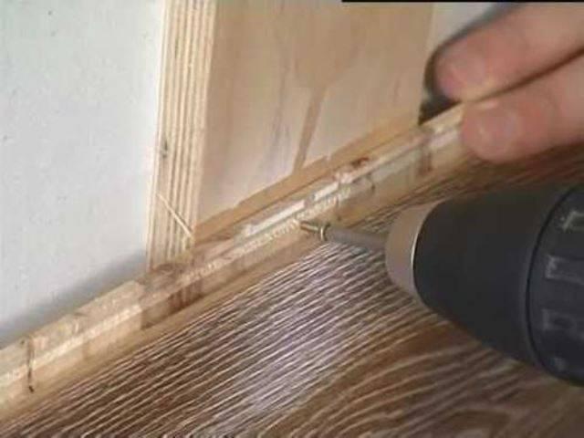 Как уложить ламинат на потолок: способы, инструменты и специфика материала