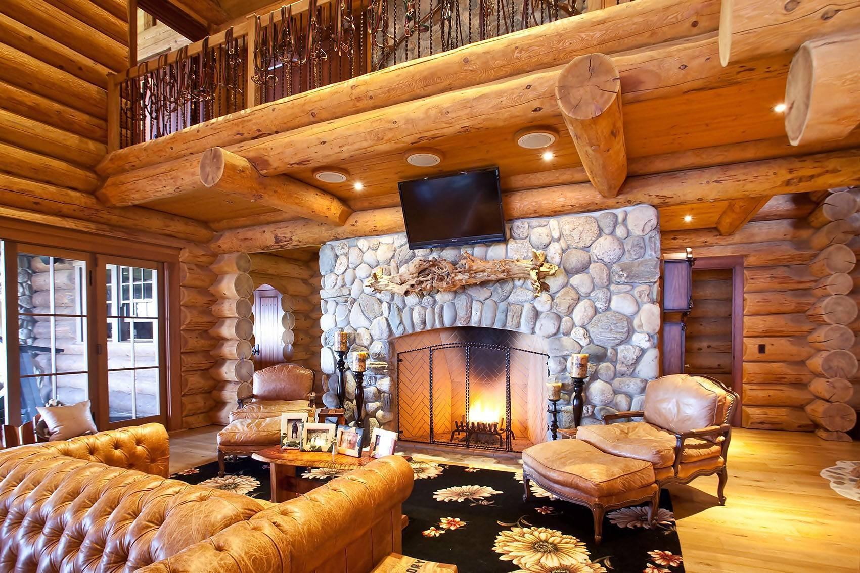 Интерьер деревянного дома - из бруса, бревна, дизайн и интересные идеи на фото, обустройство внутри, отделка помещений и мансарды, освещение, обстановка кухни, гостиной, спальни, в скандинавском, деревенском и других стилях