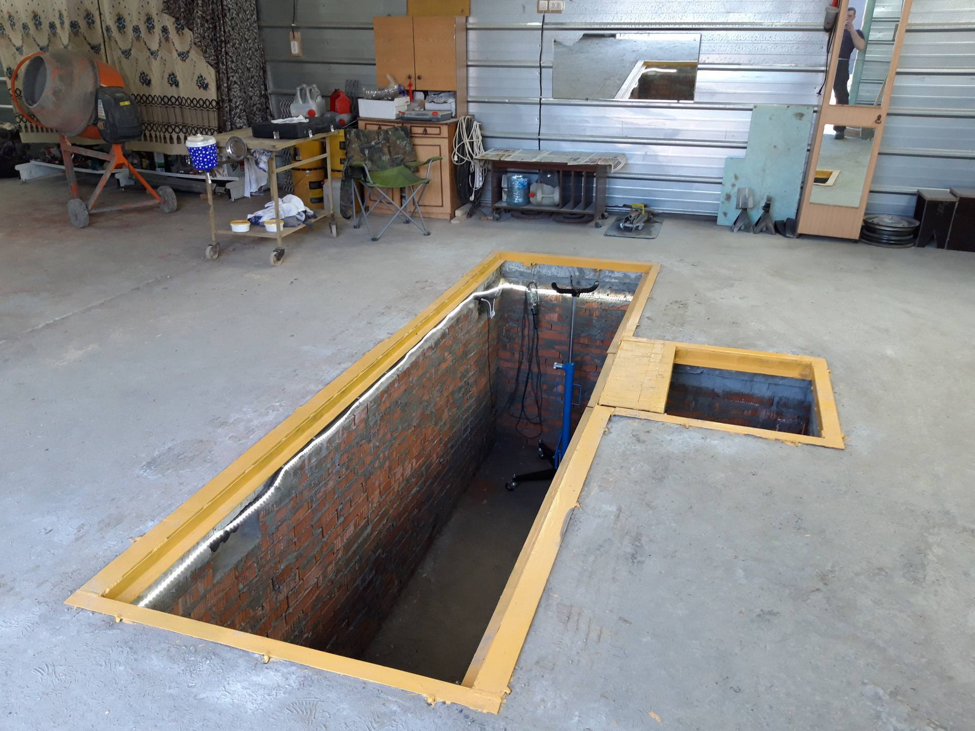 Как сделать смотровую яму в гараже