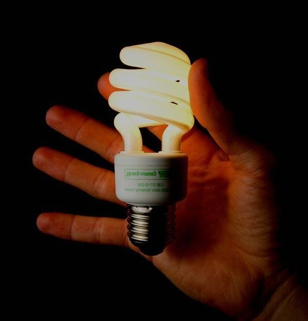 Почему моргает энергосберегающая лампочка при выключенном выключателе: фото обзор причин мигания и видео инструкция по устранению неполадок
