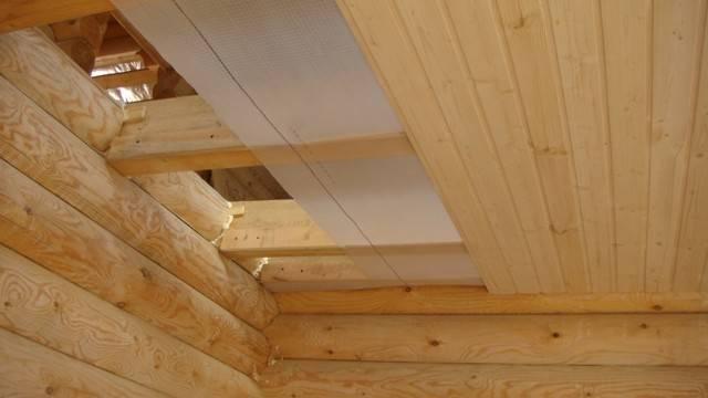 Гидроизоляция и пароизоляция потолка в деревянном перекрытии в ванной комнате