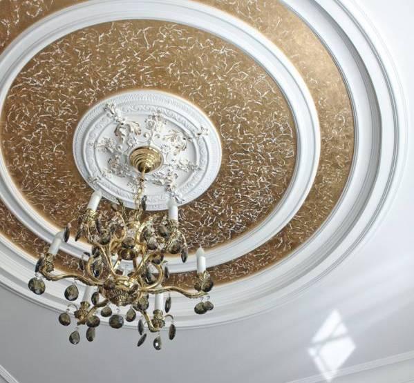 Декорирование потолка (41 фото) своими руками: фото различных вариантов декора, в том числе - тканью
