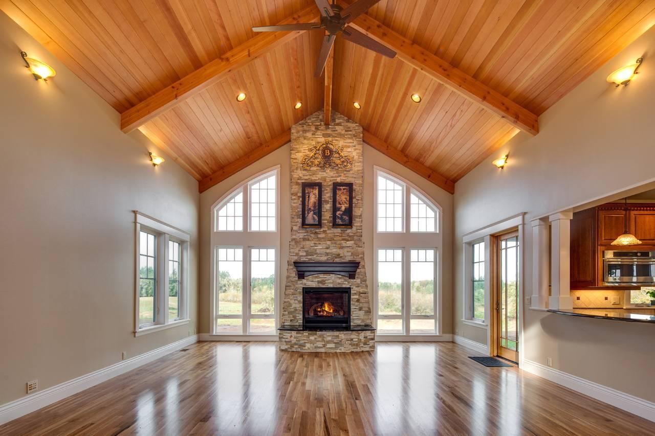 Поднимаем потолок в деревянном доме. советы по увеличению пространства в помещении