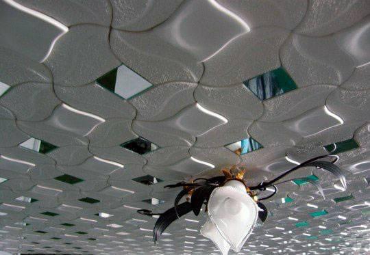 Отличительные особенности и разнообразие потолочной плитки из пенопласта