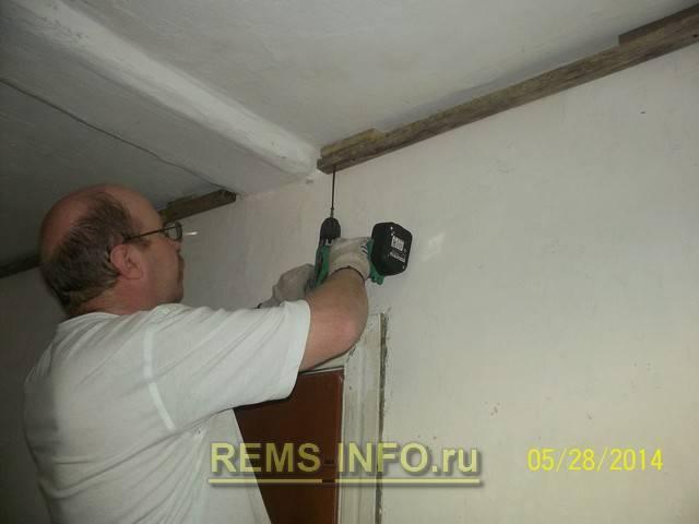 Как крепить пвх-панели к стене: установка на клей и обрешетку