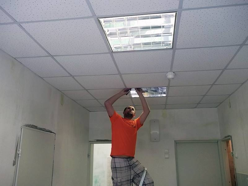 Монтаж подвесного потолка «армстронг» своими руками