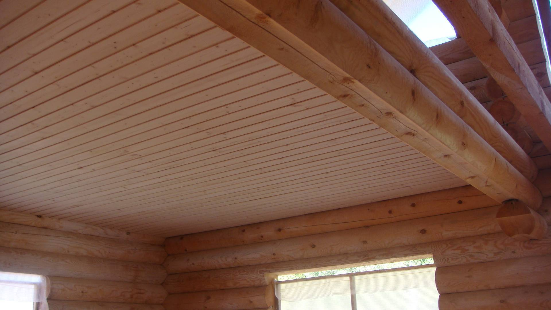 Натяжной потолок в деревянном доме (28 фото): плюсы и минусы натяжных потолочных покрытий в деревянном доме с балками, отзывы