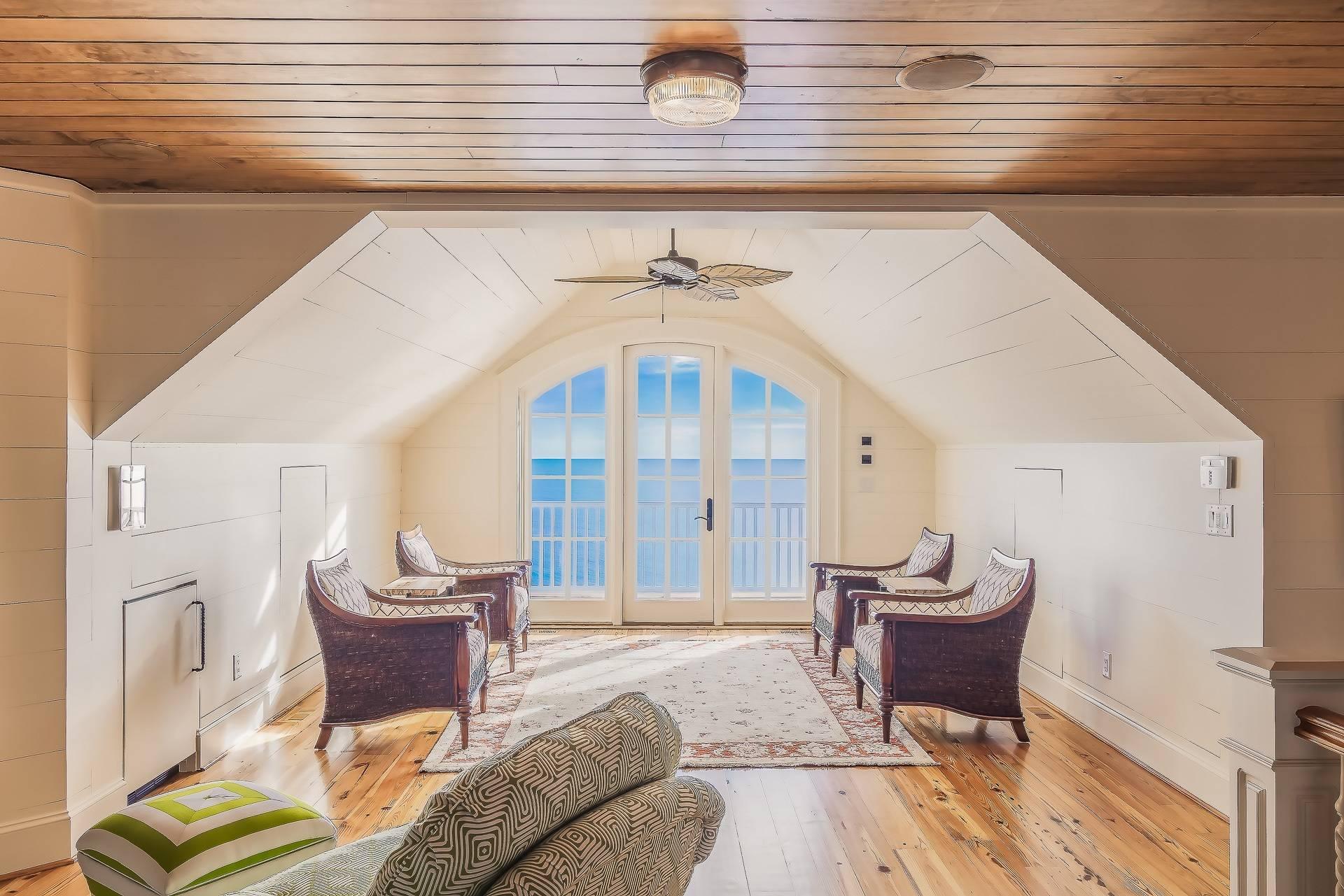Как визуально увеличить низкий потолок: практические советы