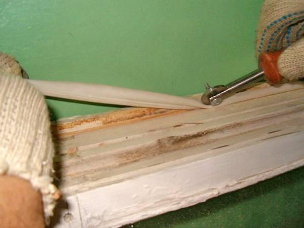 Как утеплить деревянные окна: способы утепления окон на зиму