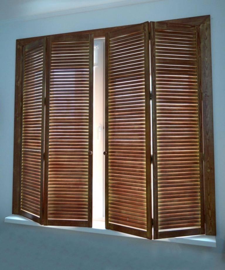 Особенности видов и материалов жалюзи устанавливаемых для входных и межкомнатных дверей: вертикальные, горизонтальные
