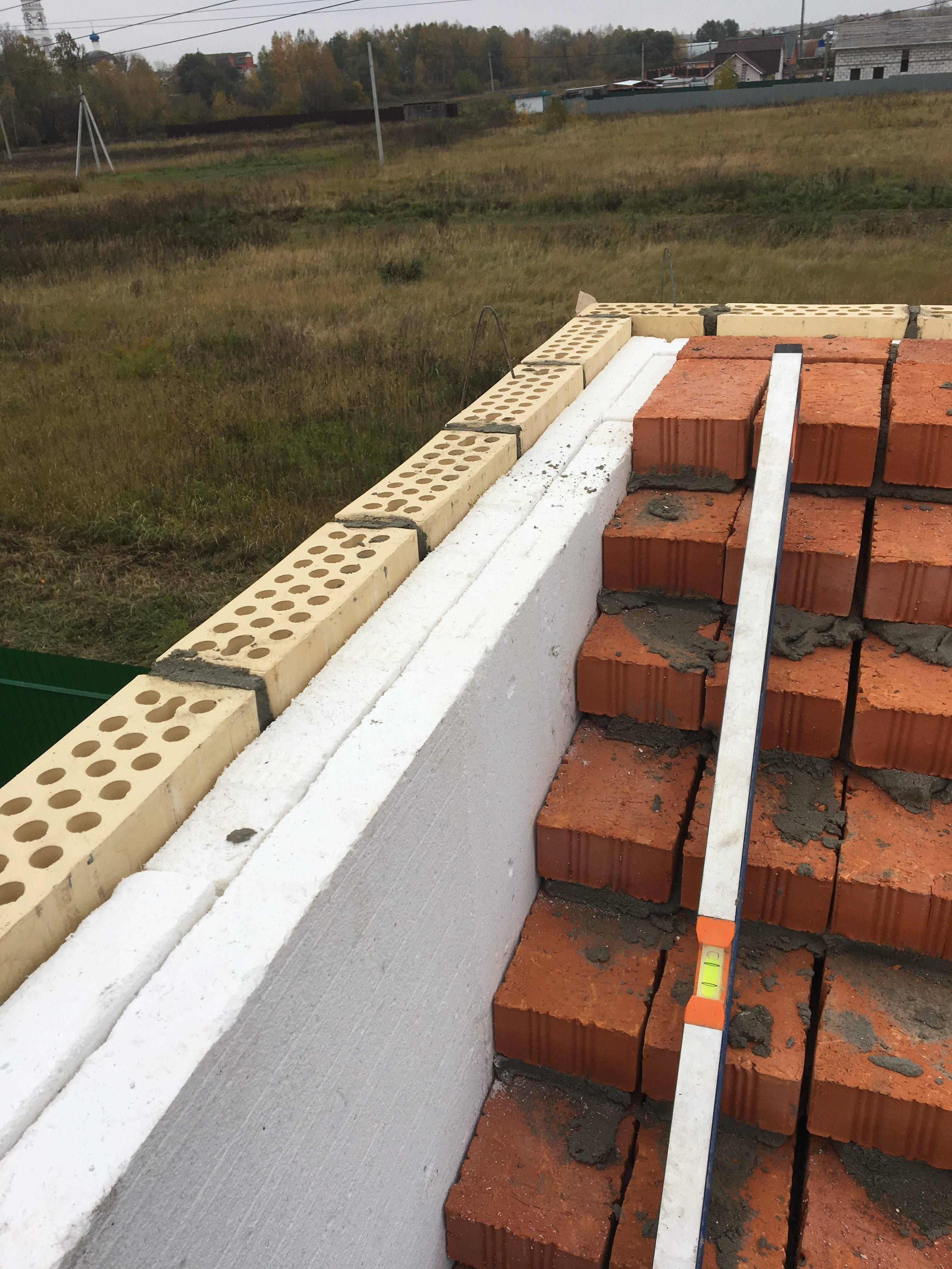 Силикатный кирпич для постройки частного дома. дом из кирпича силикатного и блоков: этапы возведения, типичные ошибки и правильные решения