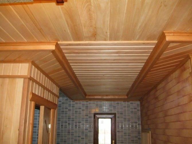 Чем обшить потолок в деревянном доме внутри: варианты, монтаж