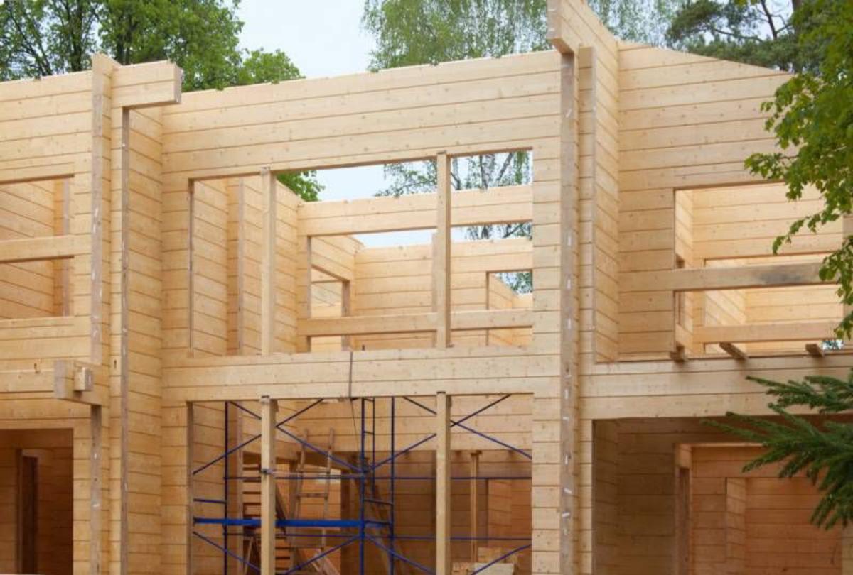 Сравнение бруса и клеенного бруса – из чего лучше строить дом