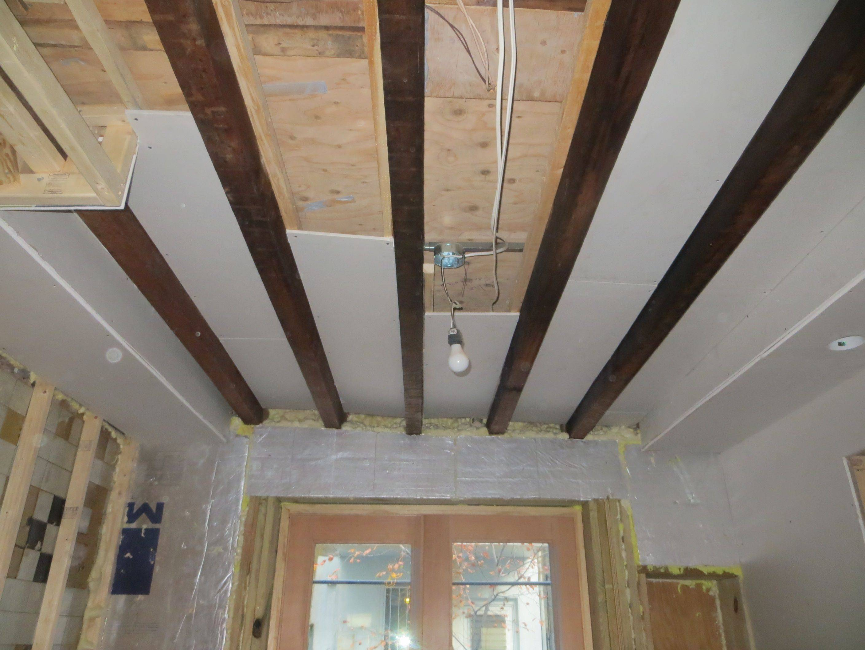 Как подшить потолок гипсокартоном в частном доме по деревянному потолку