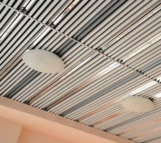 ????виды алюминиевых реечных потолков, стоимость комплекта и их ремонт - блог о строительстве