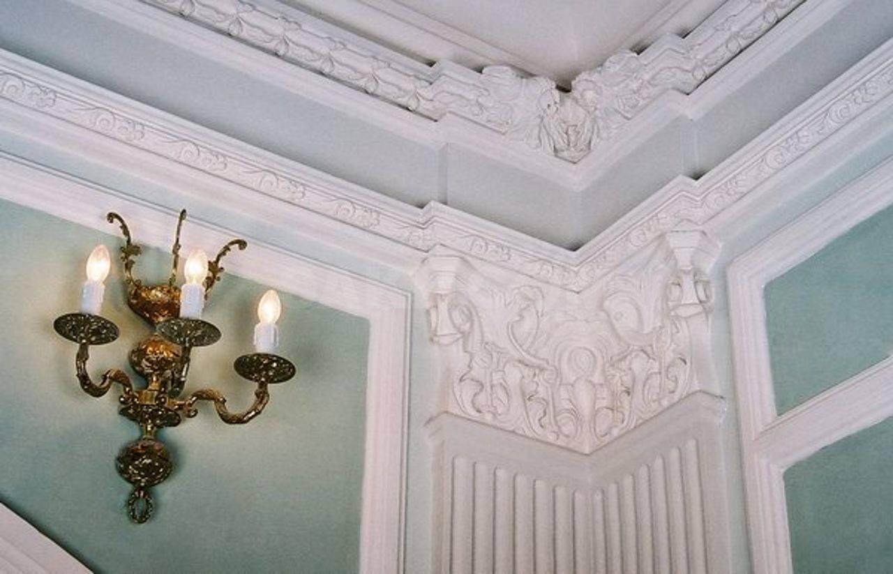Виды лепнины на потолке и ее реставрация. как восстановить лепнину на потолке старинный потолок с лепниной