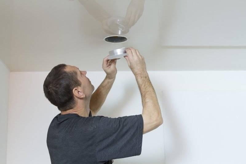 Провис натяжной потолок и ремонт в квартире глянцевого: монтаж и замена, перетяжка