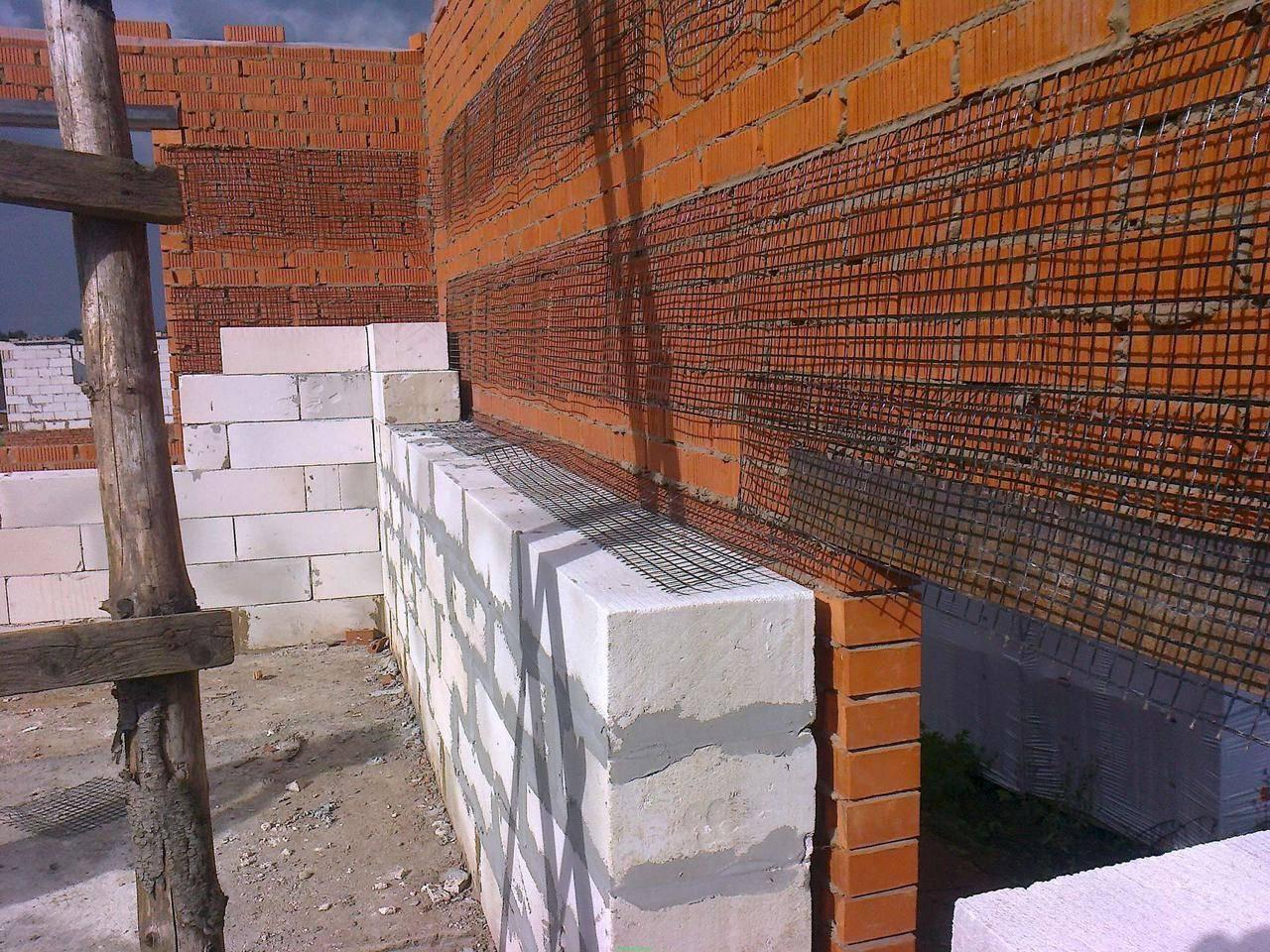 Зачем нужно армировать стены из газоблока при строительстве дома ?