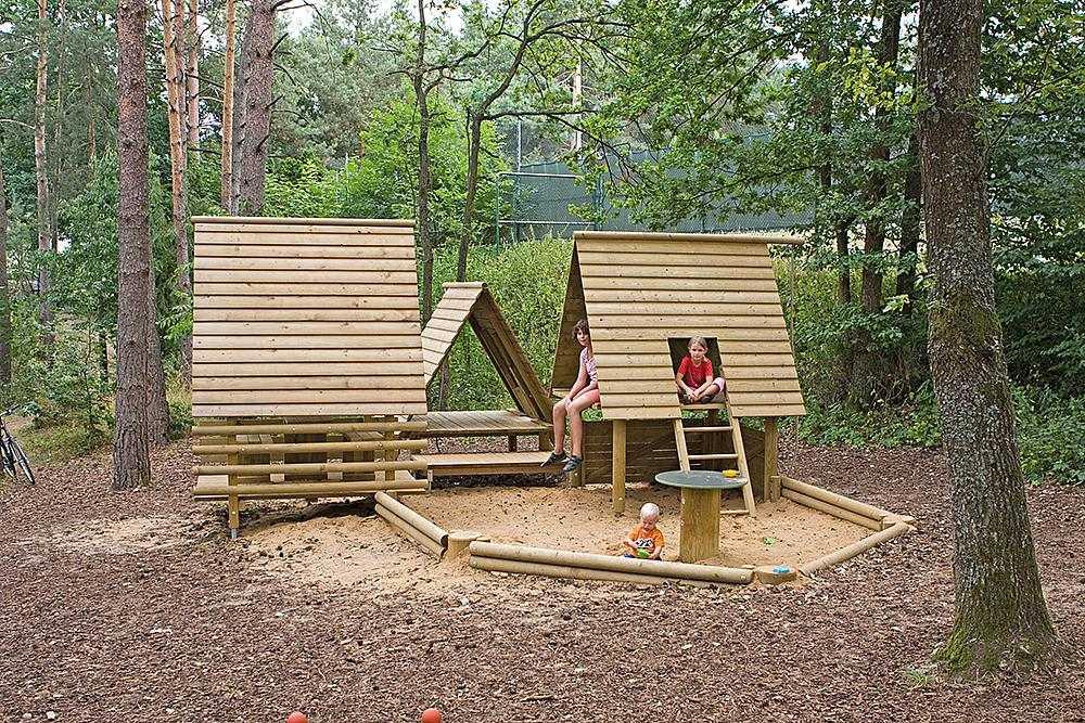 Детская площадка своими руками - особенности постройки и варианты размещения детской площадки на участке (90 фото)