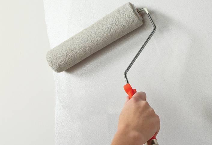 Какая грунтовка лучше для потолка и как наносить валиком