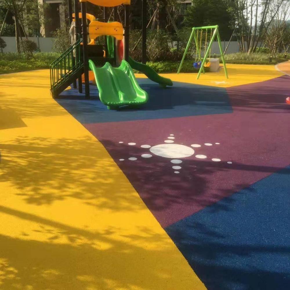 Резиновая плитка: тротуарное покрытие для двора частного дома