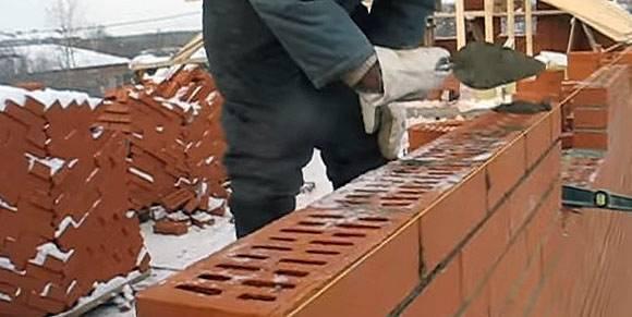 Как проводится монтаж кирпичной кладки при отрицательных температурах