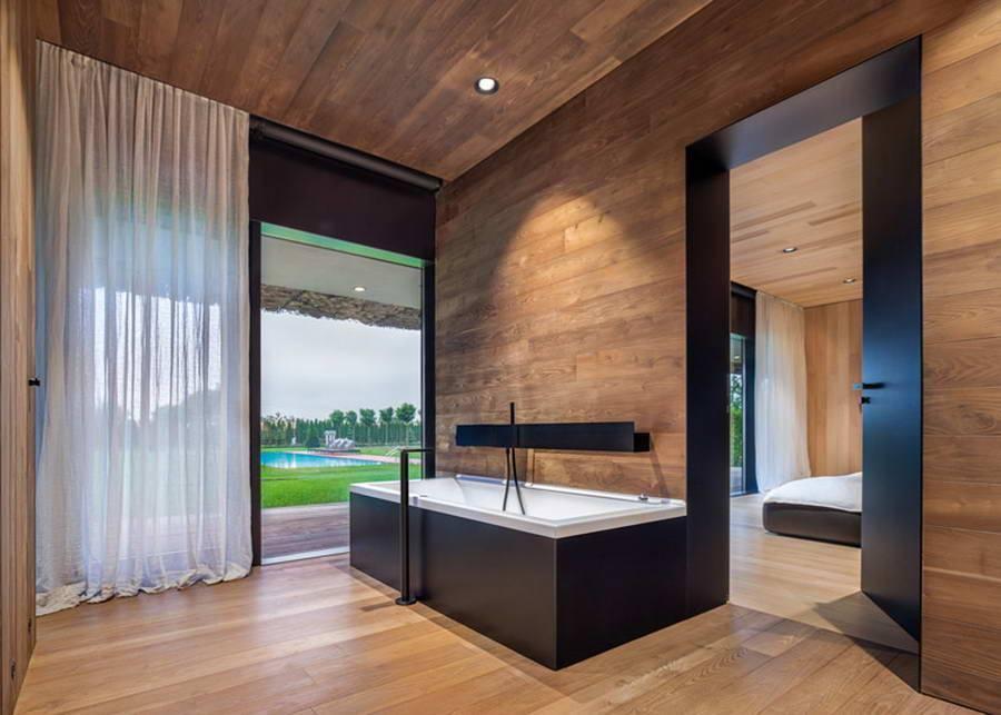 Стеклянные стены в доме — визуальное расширение пространства