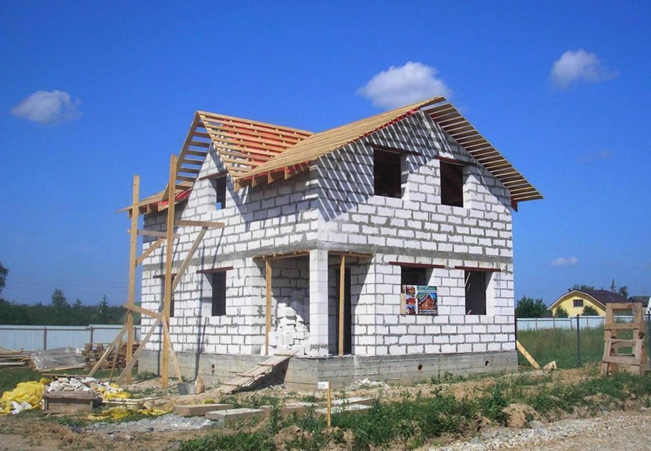 Брус или газобетон - строительство дома: что выбрать?