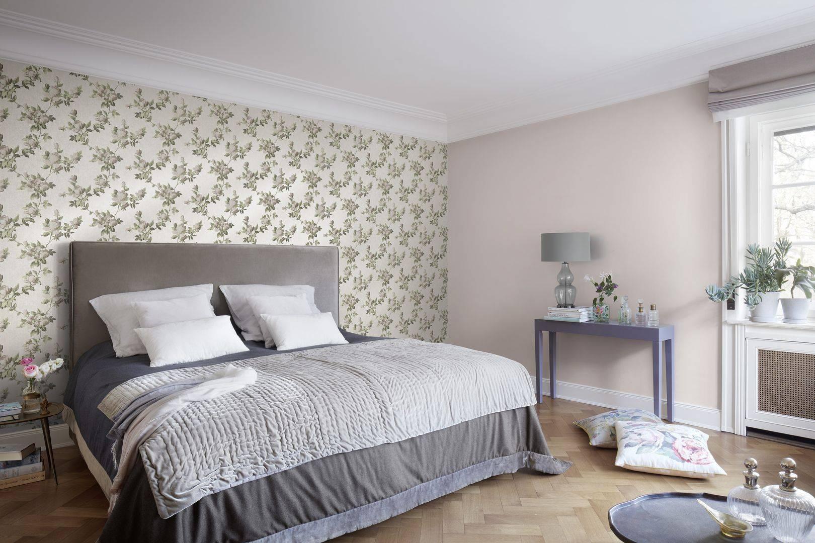 Обои для маленькой спальни (48 фото): дизайн интерьеров 2020, какие выбрать цвета в небольшую темную комнату и на южной стороне