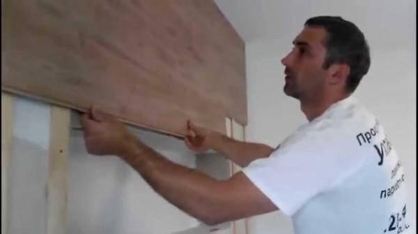 Нестандартное использование известных материалов – крепим ламинат на стену