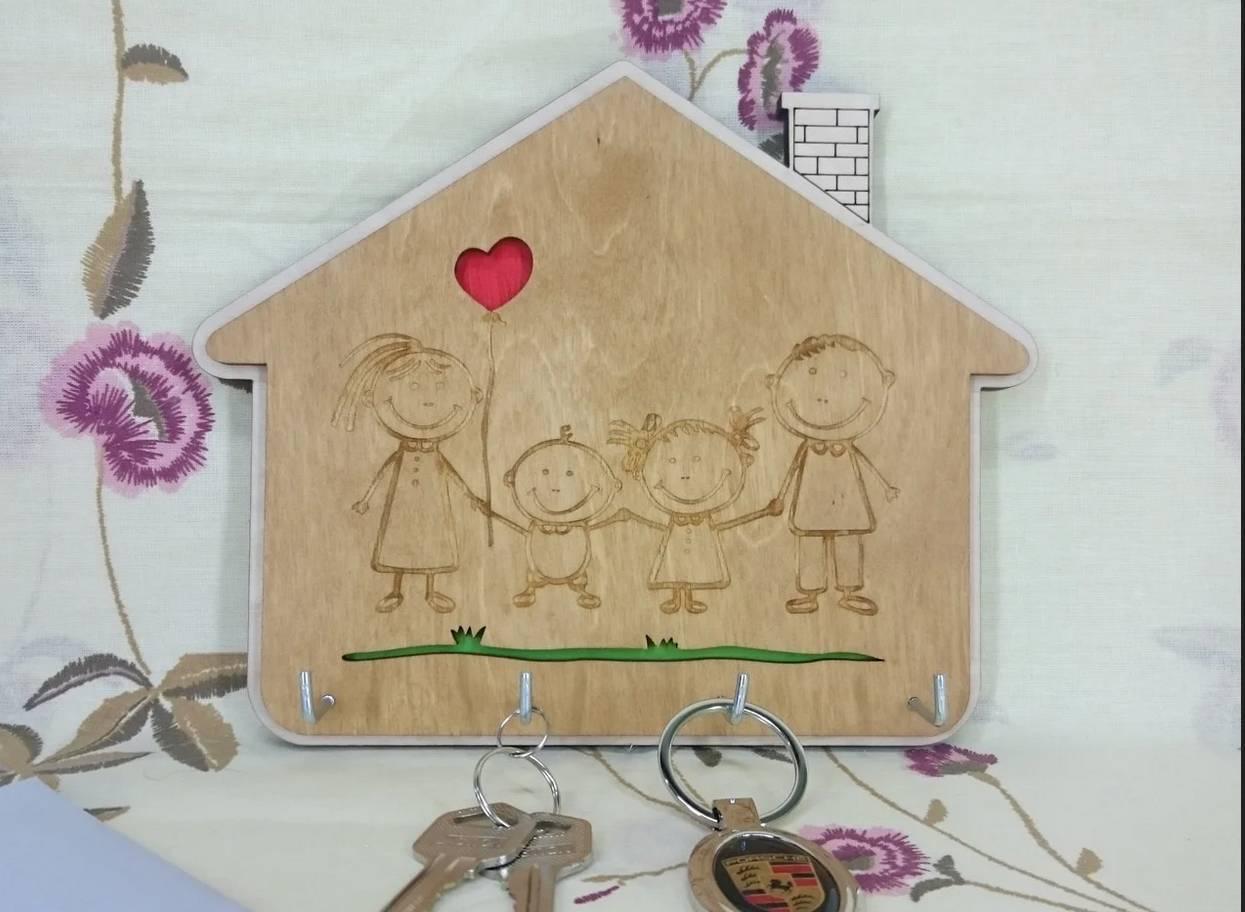 Ключницы в прихожую (36 фото): оригинальные настенные держатели из дерева своими руками, крючки для ключей