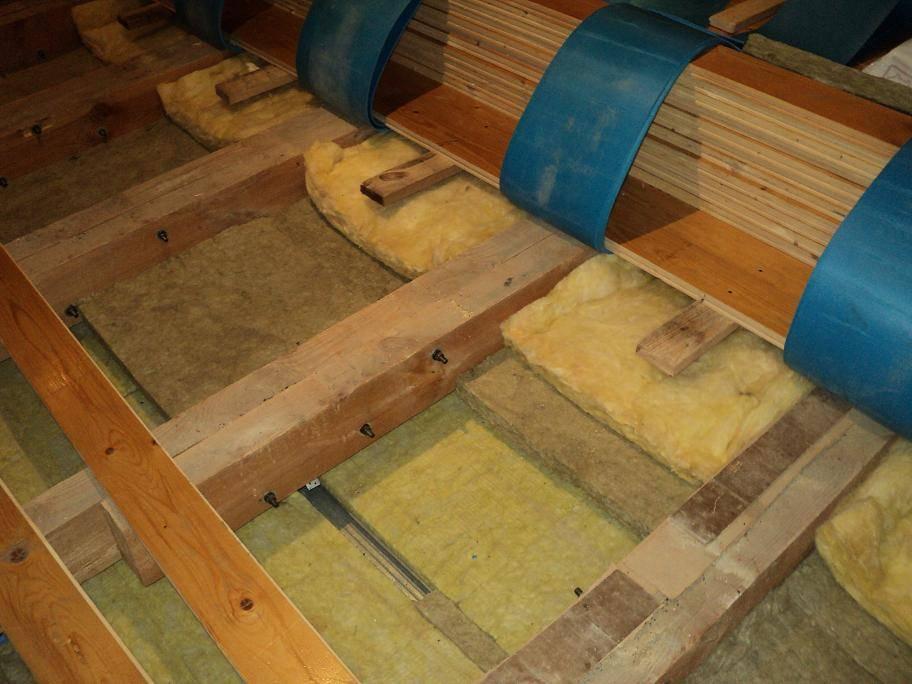 Звукоизоляция потолка в частном доме с деревянными перекрытиями |