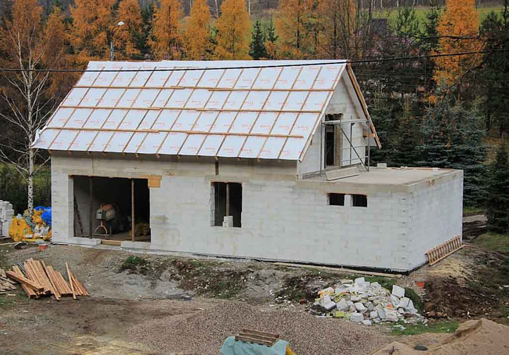 Дом для дачи из пеноблоков: особенности материала, расчет и строительство