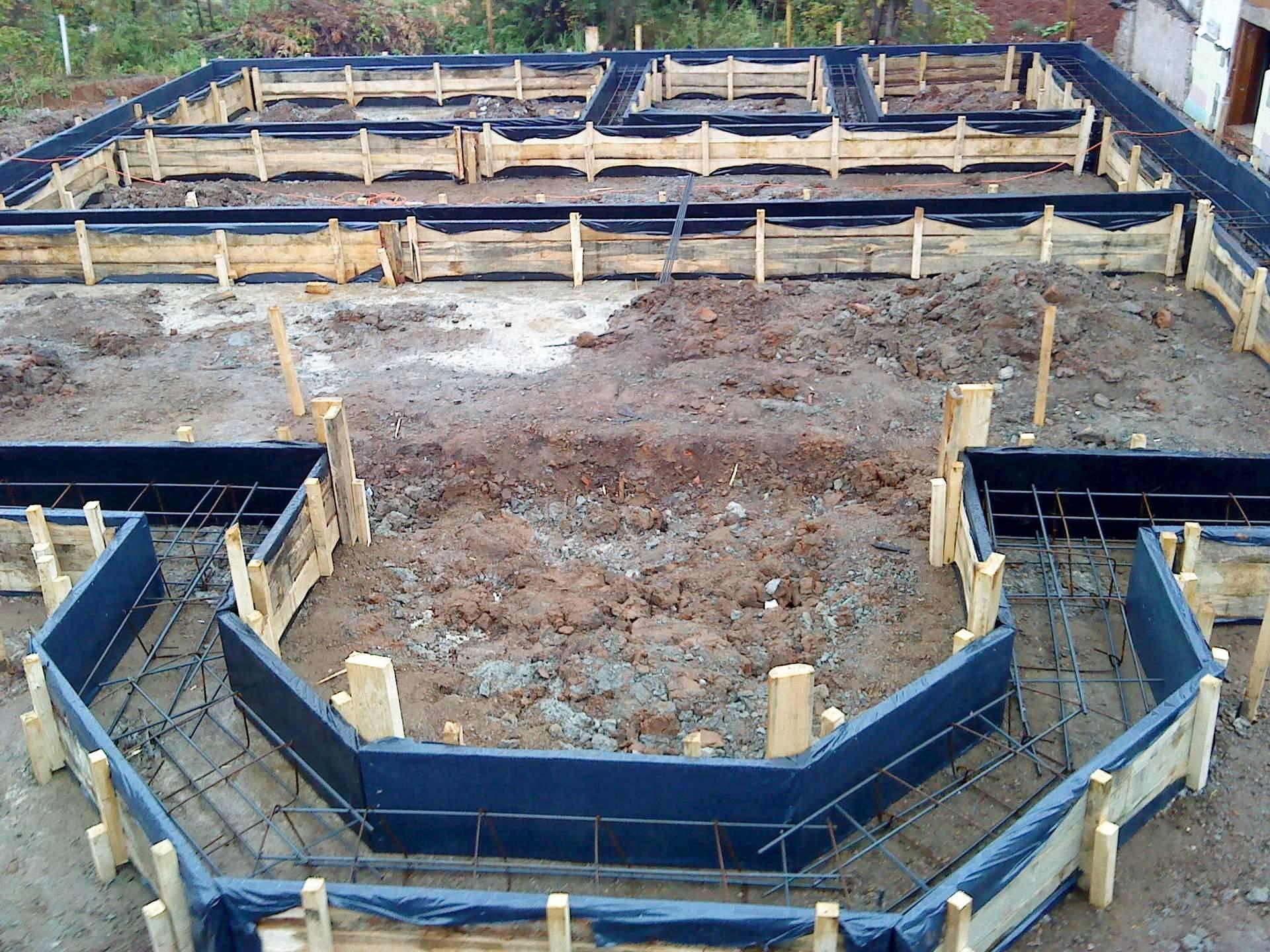 Фундамент под дом: как сделать, их разновидности и этапы
