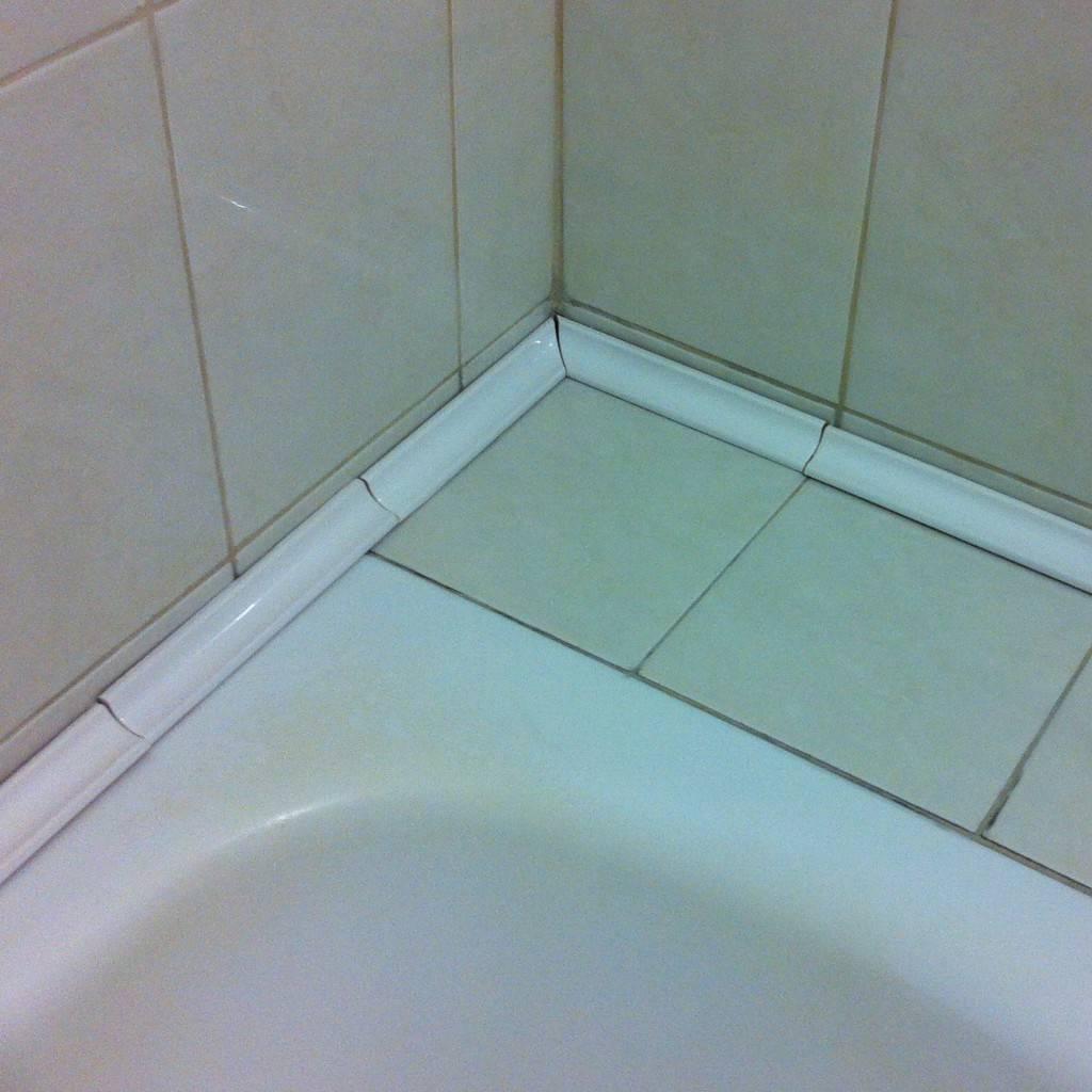 Бордюр для ванны виды советы по выбору и монтажу