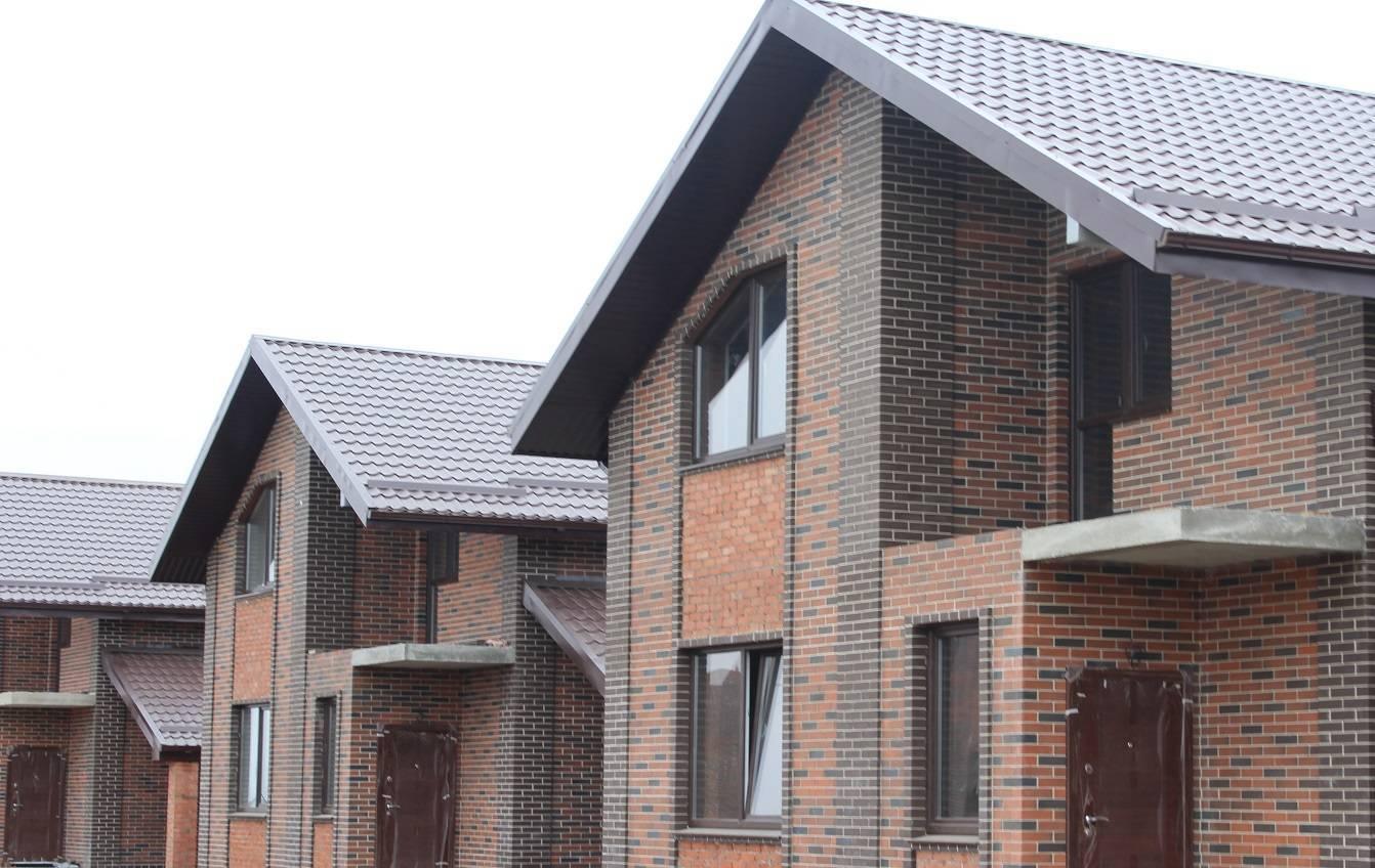 Виды фасадов домов из облицовочного кирпича