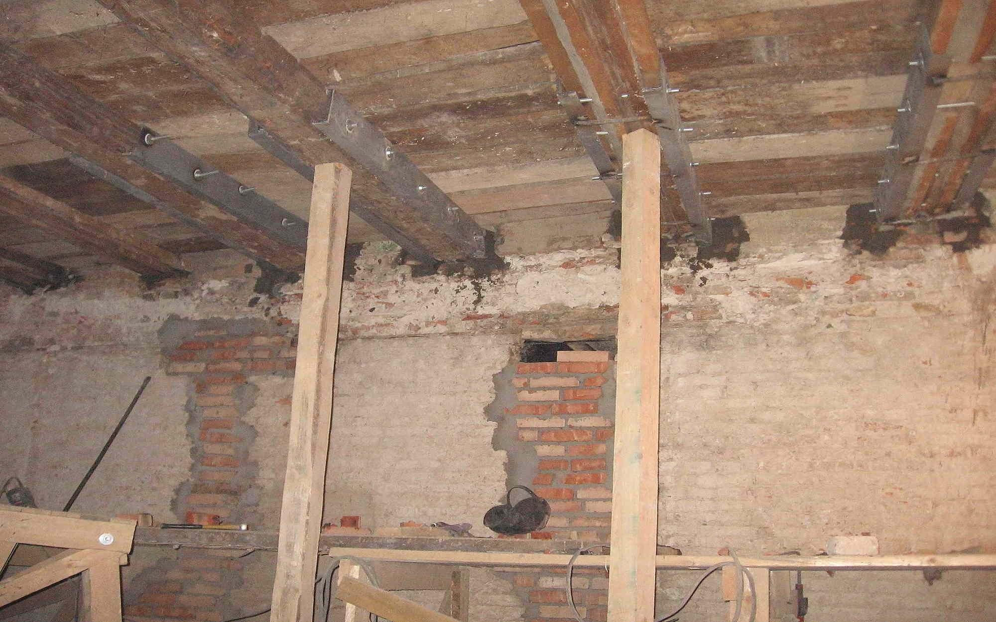 Идеальный потолок своими руками: как выровнять поверхность и что для этого потребуется?