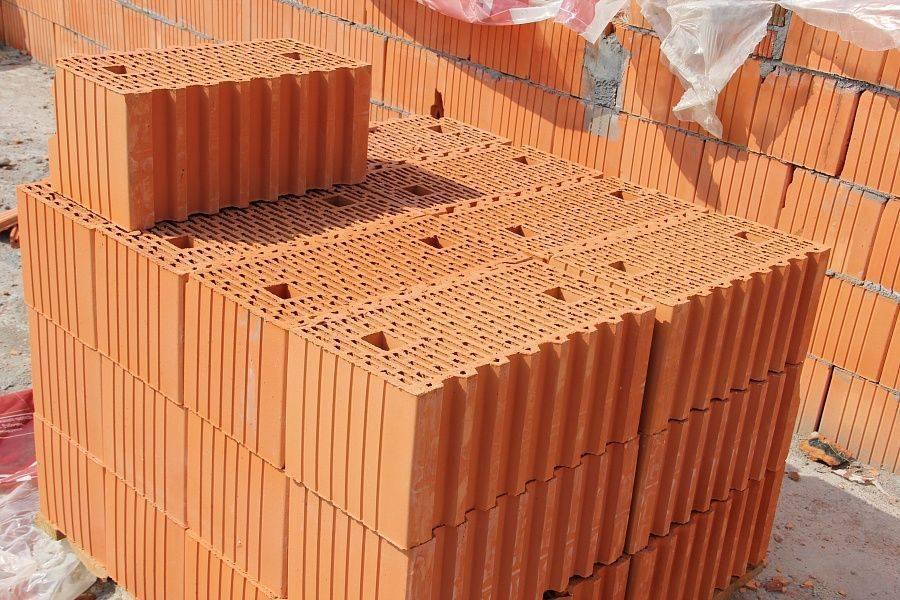 Что выбрать для строительства — кирпич или керамоблок?